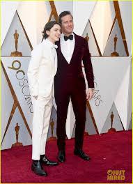 http://www.parismatch.com/People/Oscars-2018-Quand-Timothee-Chalamet-s-incruste-sur-les-photos-1473215
