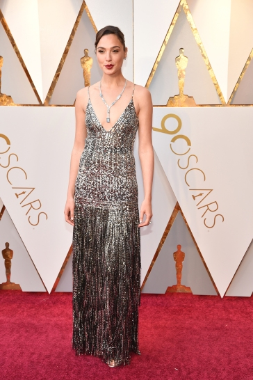 https:// https://www.hollywoodreporter.com/news/gal-gadots-2018-oscars-dress-1090307