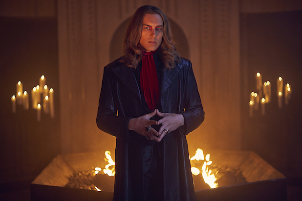 Review – AHS: Apocal...