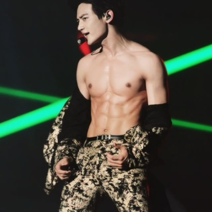 Choi Minho Shinee Shirtless